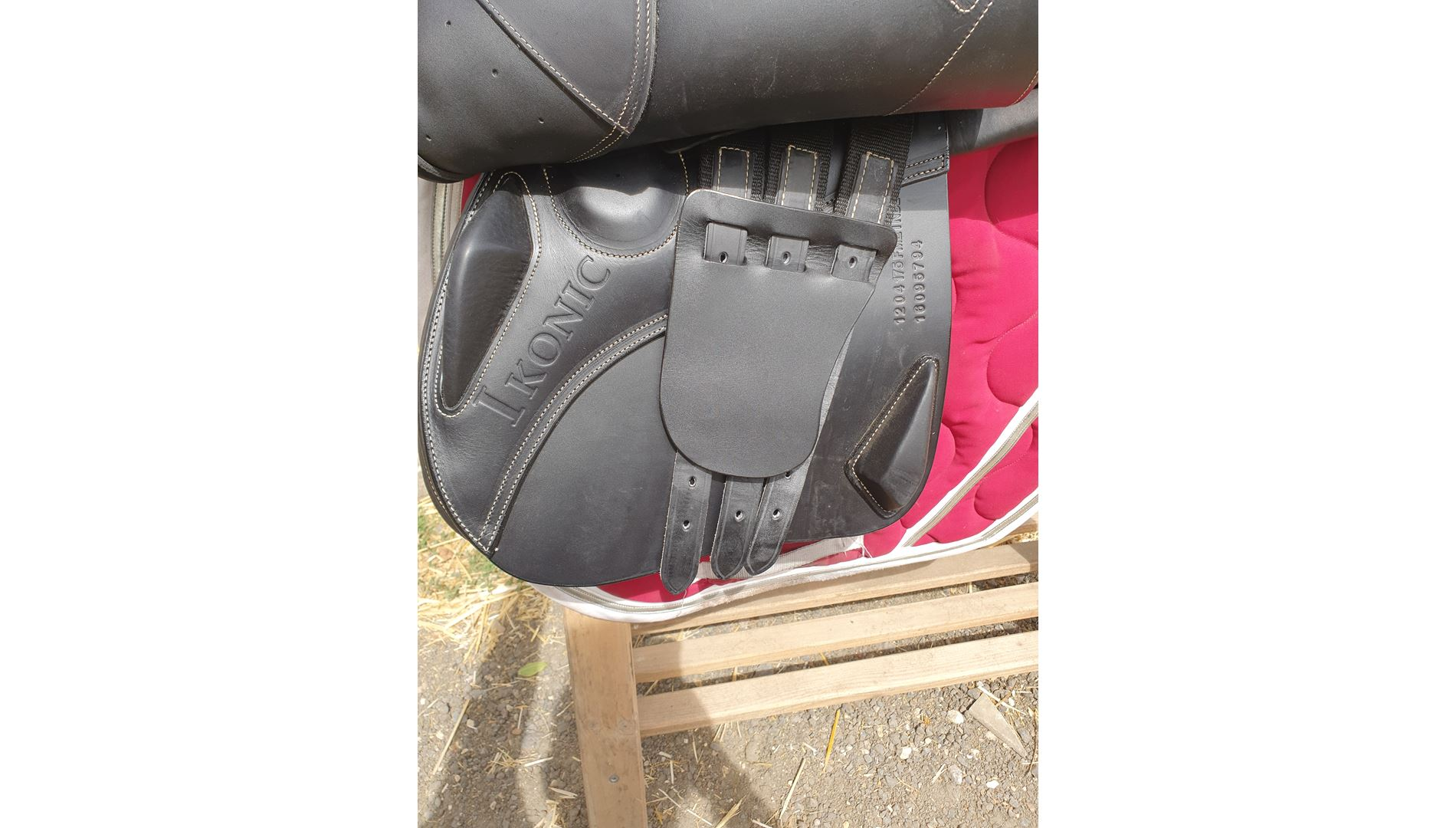 Second hand saddle