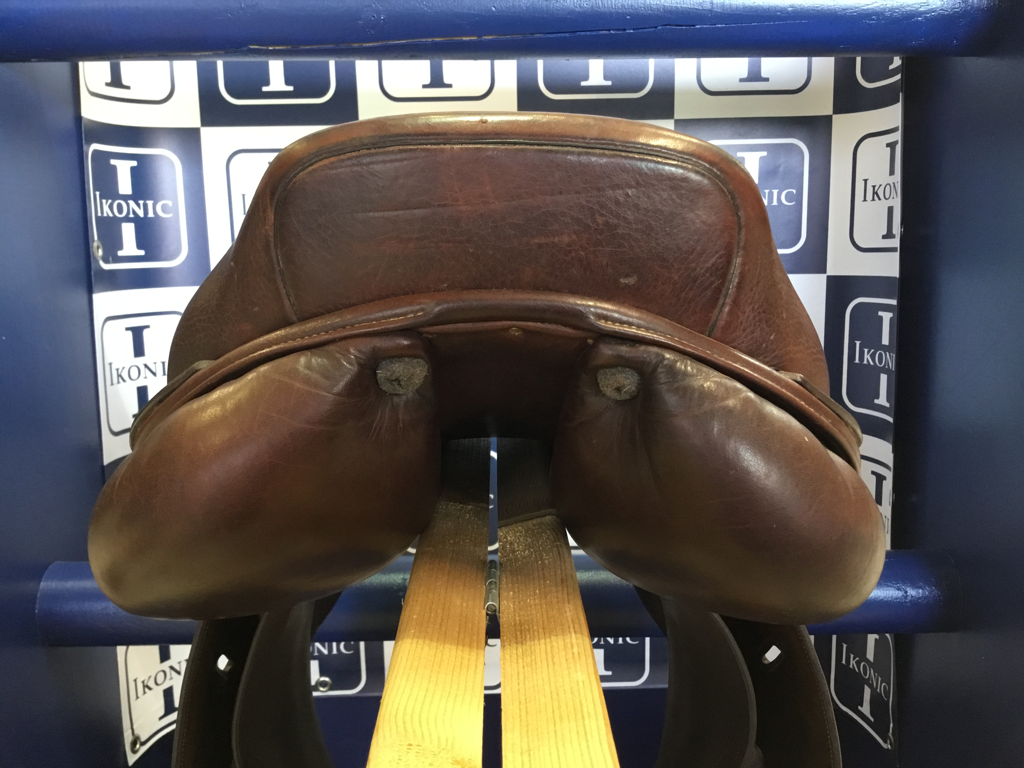 JUMPING SADDLE PRO HALF DEEP SEAT