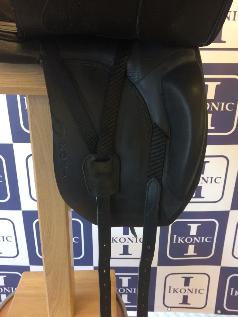 Ikonic dressage saddle size 17, medium wide gullet which is not adjustable !